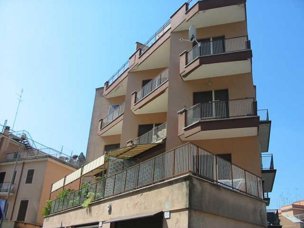 Appartamento in affitto a roma pineta sacchetti rif for Affitto casa a roma